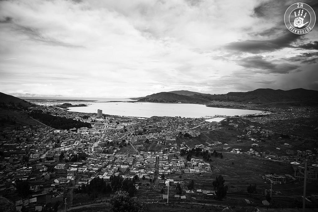 Vistas desde el Puma Uta de Puno