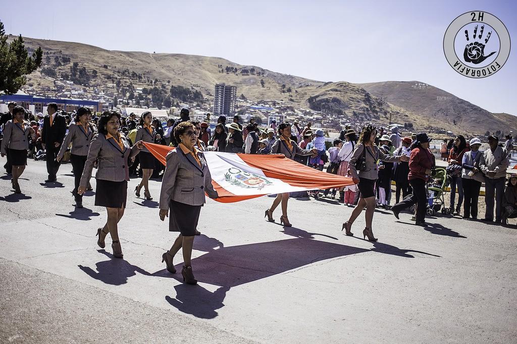 Desfile por el Día de la Nación en Puno